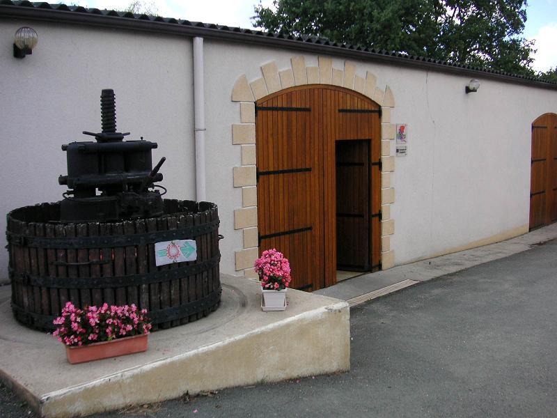 entrée cave vignoble boret angeliere vin anjou layon